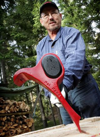 Leveraxe axe splits wood with lever technology