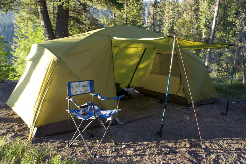 Center vestibule dimensions 72u201d (peak height) x 78u201d (wide) x 90u201d (deep). Total tent footprint 182u201d (wide) x 90u201d (deep) & First Look: Big Agnes u0027Two Roomu0027 Family Tent