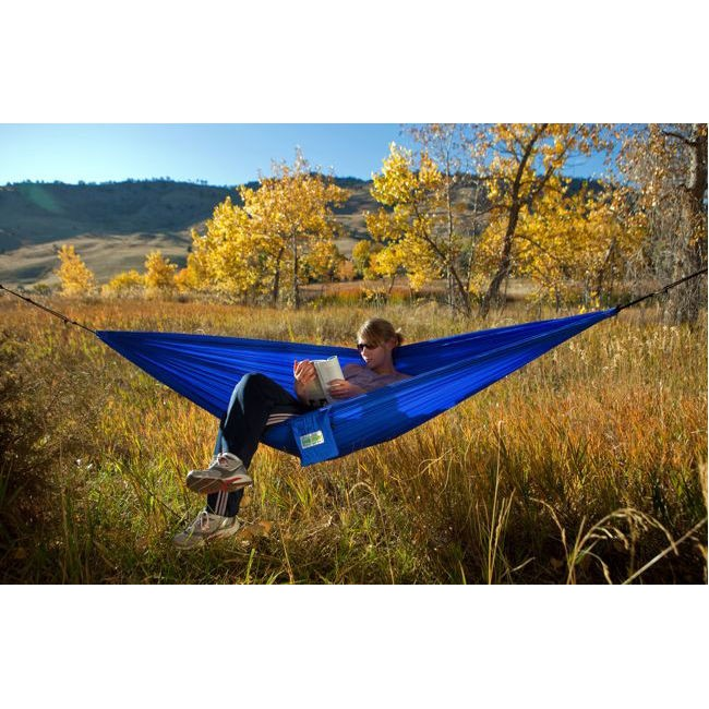 trek light  pact hammock   60   u2014 minimalist and basic this is the hammock for those counting grams in their backpack  there are no frills in the 14oz     hammocks for the holidays  gift guide   rh   gearjunkie